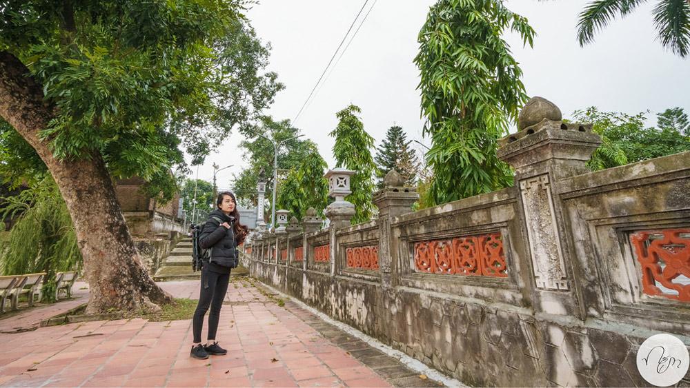 Đền Hát Môn tường cổ