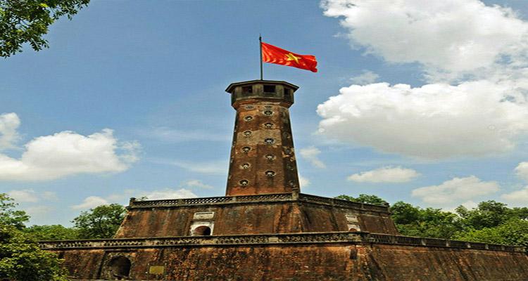 Thăm quan ở Hoàng Thành Thăng Long