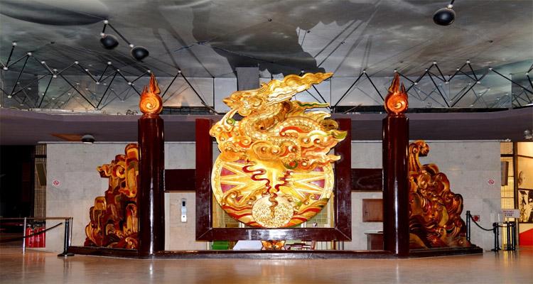 Các hiện vật trưng bày bên trong Bảo tàng Hồ Chí Minh
