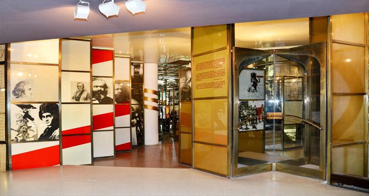 Phần trưng bày tham quan Bảo tàng Hồ Chí Minh