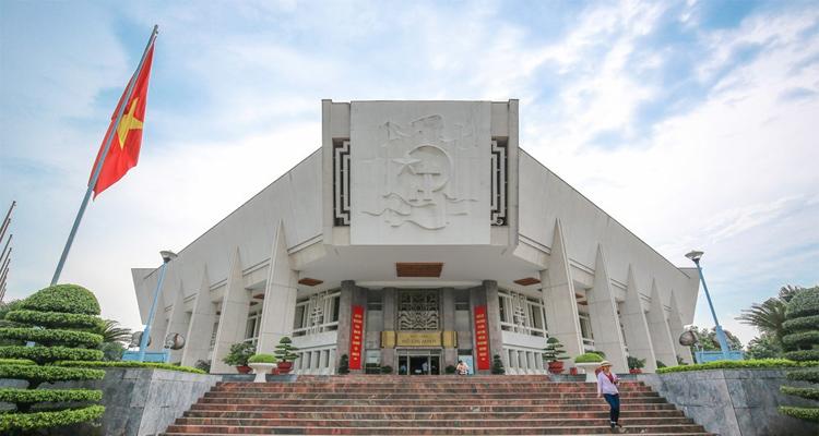 bảo tàng Hồ Chí Minh Hà Nội