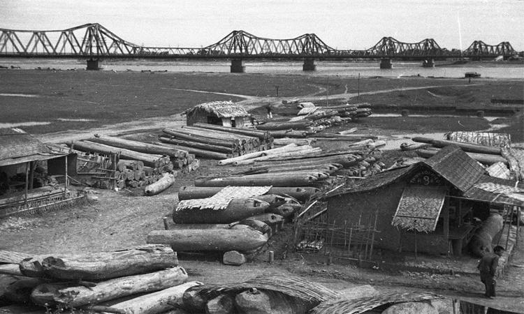 Cầu Long Biên Hà Nội bom đạn