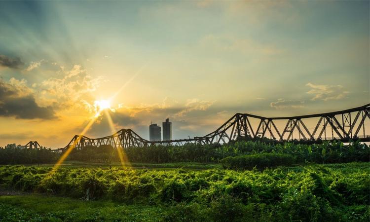 Cầu Long Biên Hà Nội nắng sớm