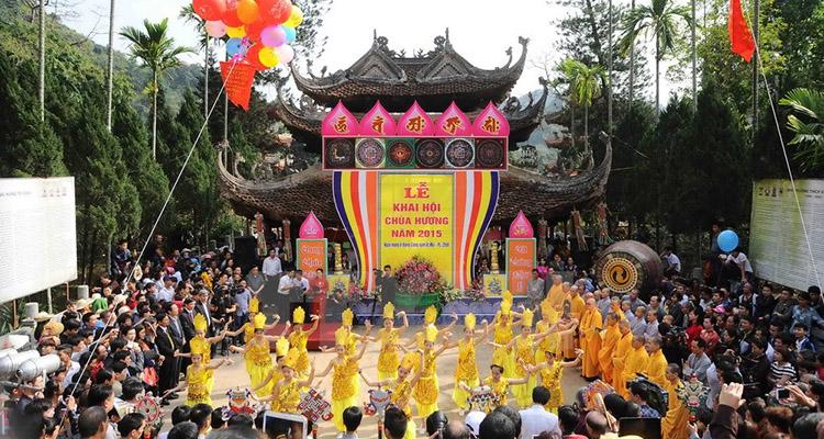 lễ hội đầu xuân ở chùa Hương Hà Nội