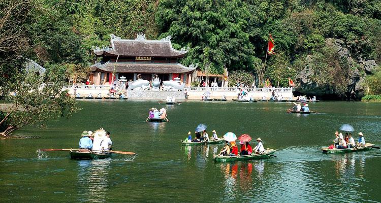 Đi chùa Hương bến đò Thiên Trù