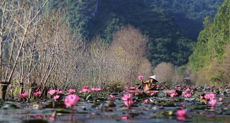 Đi chùa Hương trên suối Yến