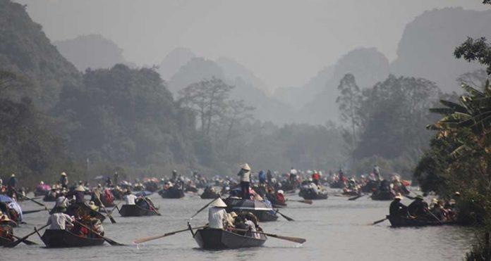 Đi chùa Hương Tết 2019