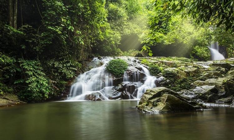 Khoang xanh suối tiên - du lịch