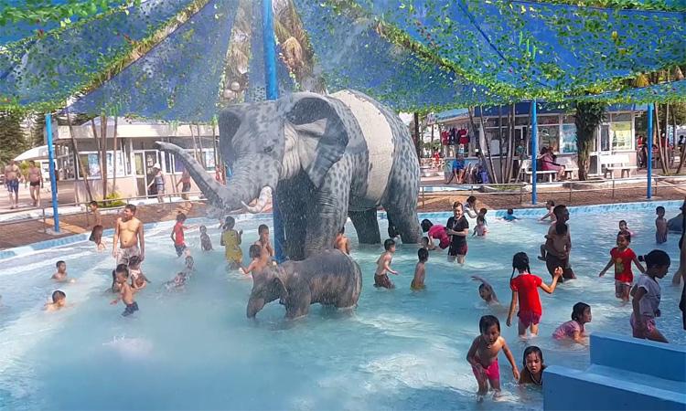 Kinh nghiệm đi công viên nước Hồ Tây - bé vui chơi