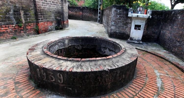 Giếng Cổ trong Đường Lâm