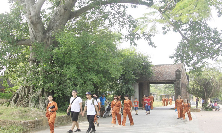 Giới thiệu về Làng cổ đường Lâm tham quan