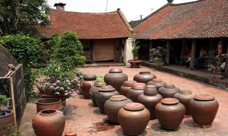 Giới thiệu về Làng cổ đường Lâm - chum nước