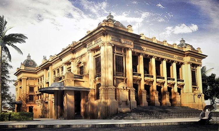 Nhà hát Lớn Hà Nội cổ kính