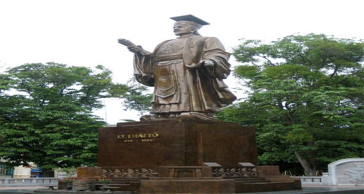 Tượng đài Lý Thái Tổ được khánh thành vào năm 2014