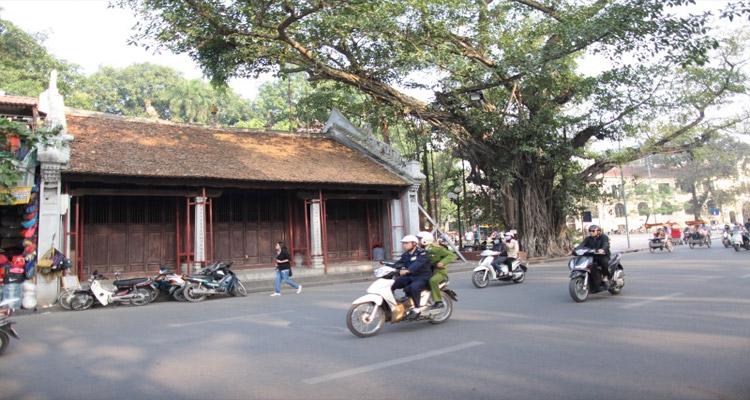 Tượng đài Lý Thái Tổ - đền bà Kiệu