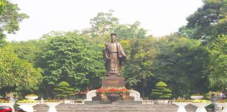 Tượng đài Lý Thái Tổ ở Hà Nội
