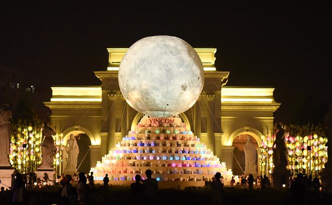 Siêu trăng trung thu ở Royal city Hà Nội