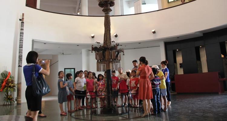 Bảo tàng dân tộc học Việt Nam - bên trong nhà trống đồng