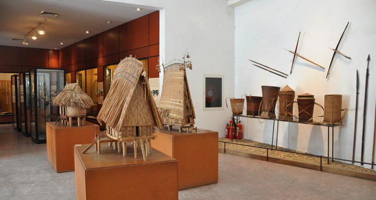 Bảo tàng dân tộc học Việt Nam - nhà trống đồng