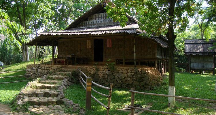Bảo tàng dân tộc học Việt Nam - khu trưng bày ngoài trời