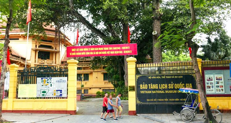 Bảo tàng lịch sử Việt Nam cổng vào