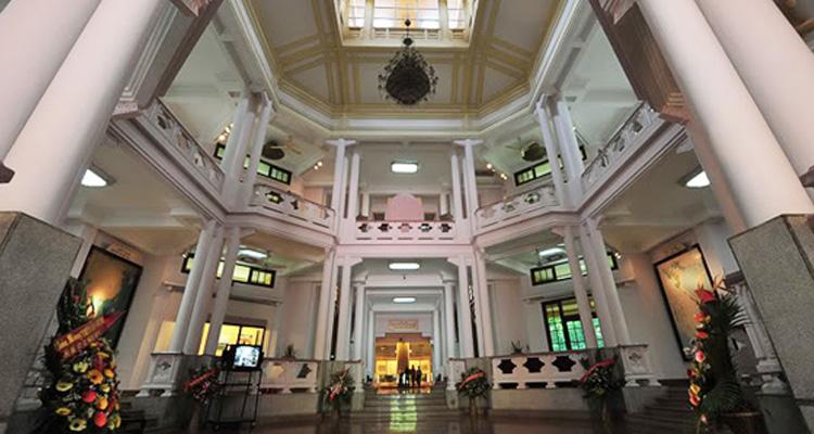 Bên trong Bảo tàng lịch sử Việt Nam