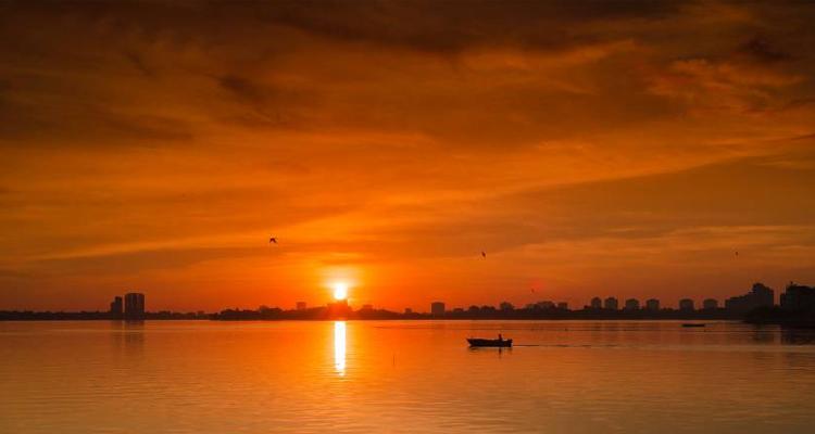 Bến Hàn Quốc hồ Tây hoàng hôn
