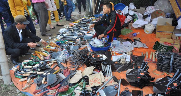Những gian hàng ở Chợ Viềng Nam Định