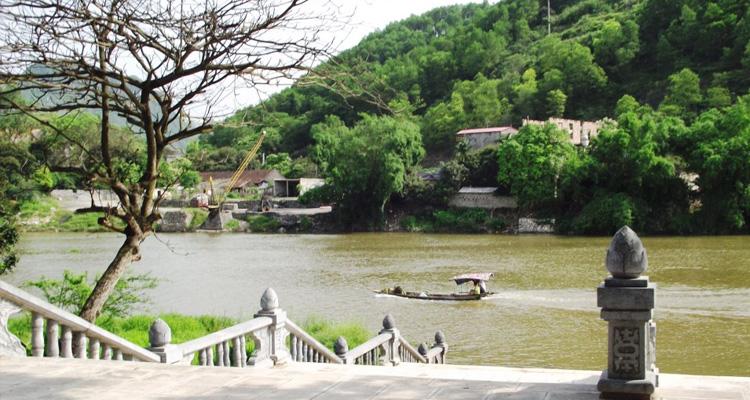 Bến nước tại chùa Bà Đanh