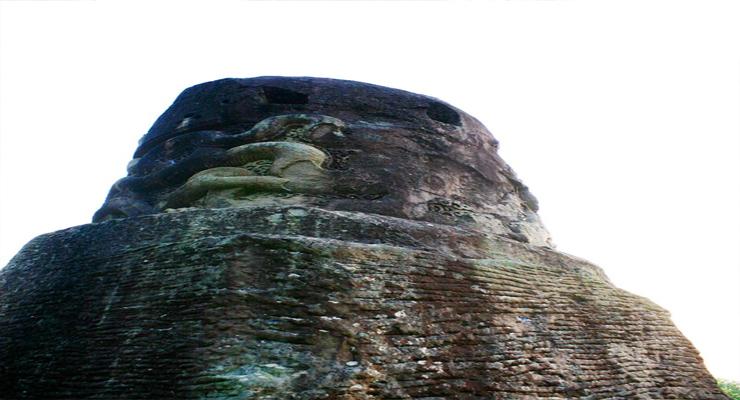 Cột đá ở chùa Dạm