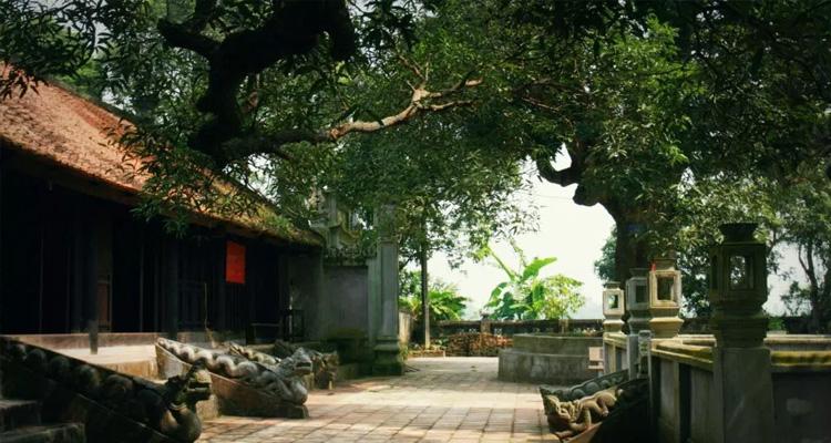 Tiền sảnh Chùa Phổ Minh