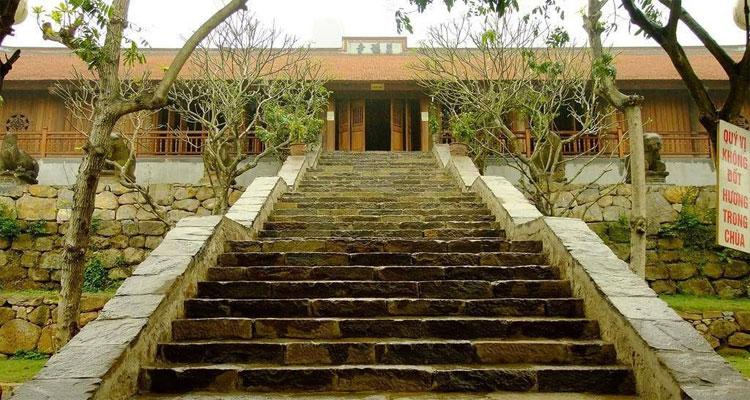 Địa điểm tham quan gần chùa Phúc Lâm