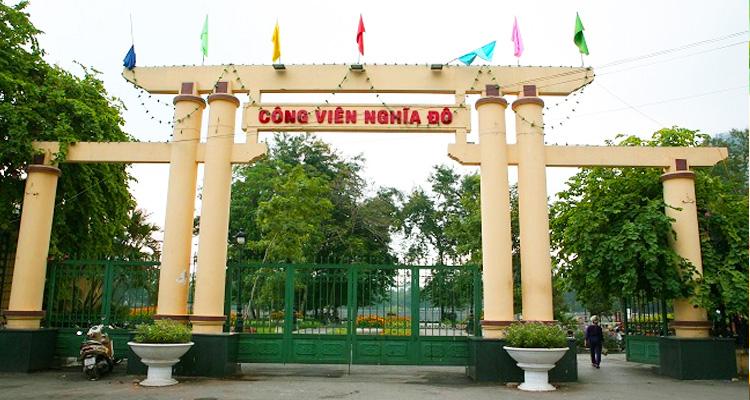 Cổng vào công viên Nghĩa Đô