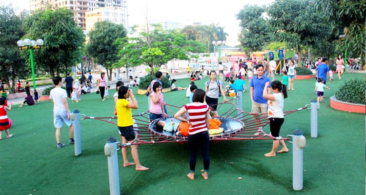 Khu vui chơi trẻ em ở Công viên Nghĩa Đô