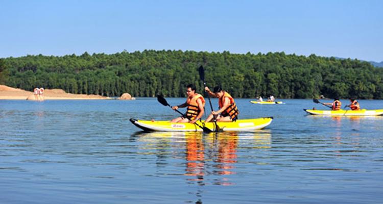 Thuyền kayak ở Đại Lải resort