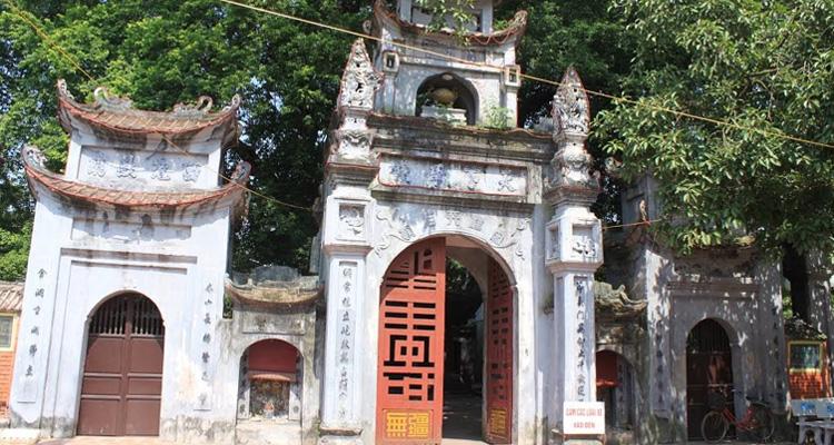 Cổng vào Đền Mẫu Hưng Yên