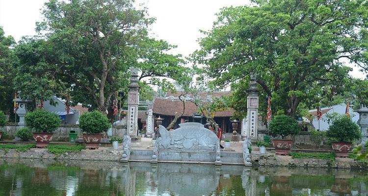 Hồ nước trong Đền Trần Nam Định