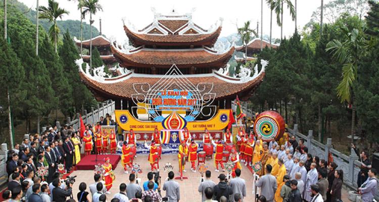 Đi chùa Hương mùa lễ hội