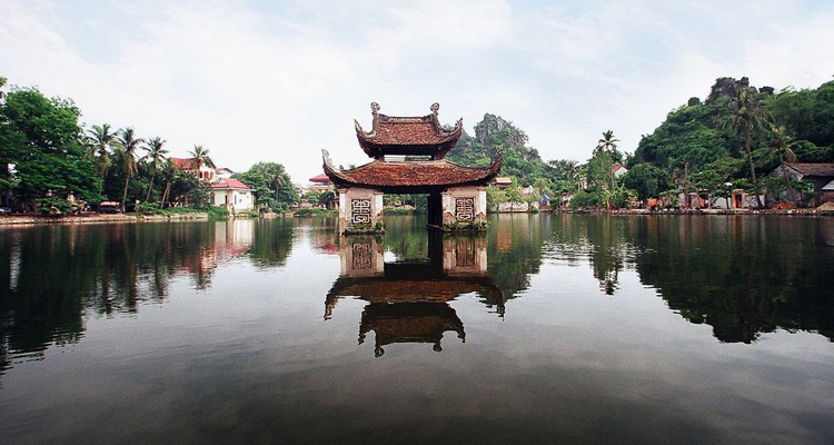 Đi chùa Thầy vãn cảnh