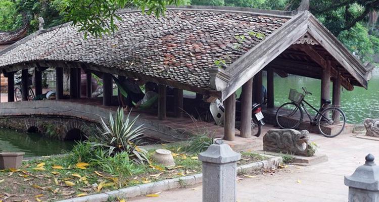 Đi chùa Thầy thăm cầu Nguyệt Tiên