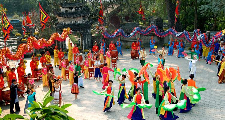Đi chùa Thầy lễ hội