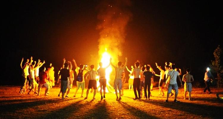 Vườn Quốc Gia Ba Vì Hà Nội đốt lửa trại
