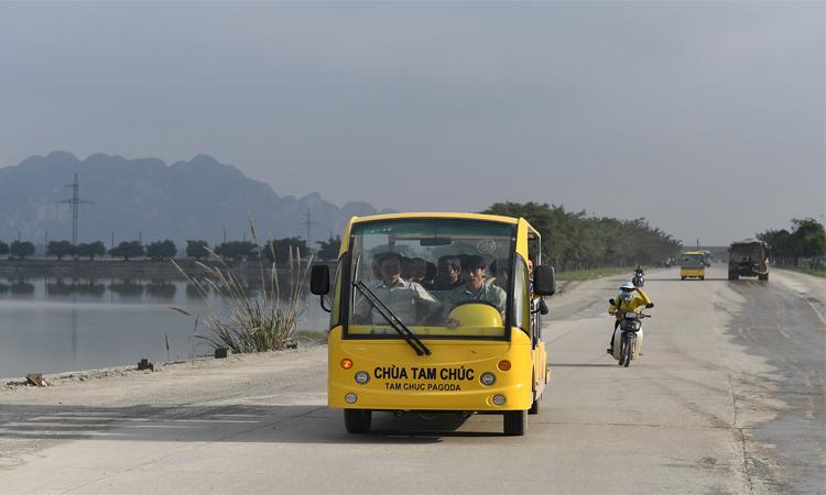 Hình ảnh chùa Tam Chúc - xe điện
