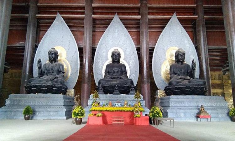 Hình ảnh chùa Tam Chúc - 3 pho tượng lớn