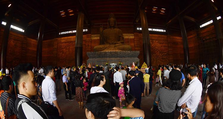 Hình ảnh chùa Tam Chúc bên trong