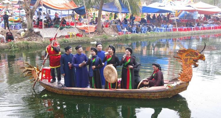 Hát quan họ trên thuyền ở Hội Lim