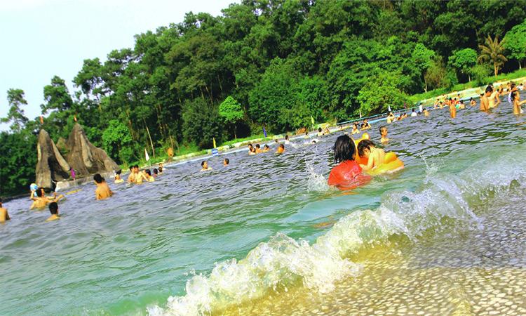 Khoang xanh suối tiên - hồ bơi