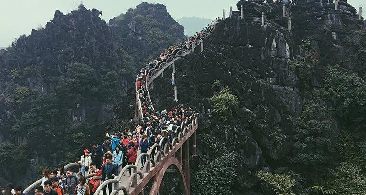 Khu du lịch Tràng An Ninh Bình leo núi