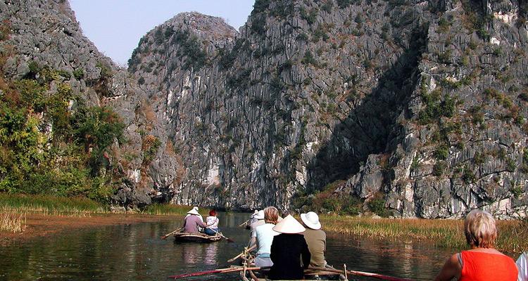 Khu du lịch Tràng An Ninh Bình chèo thuyền