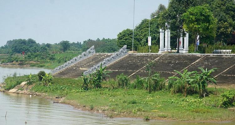 Lăng Kinh Dương Vương bên sông Đuống